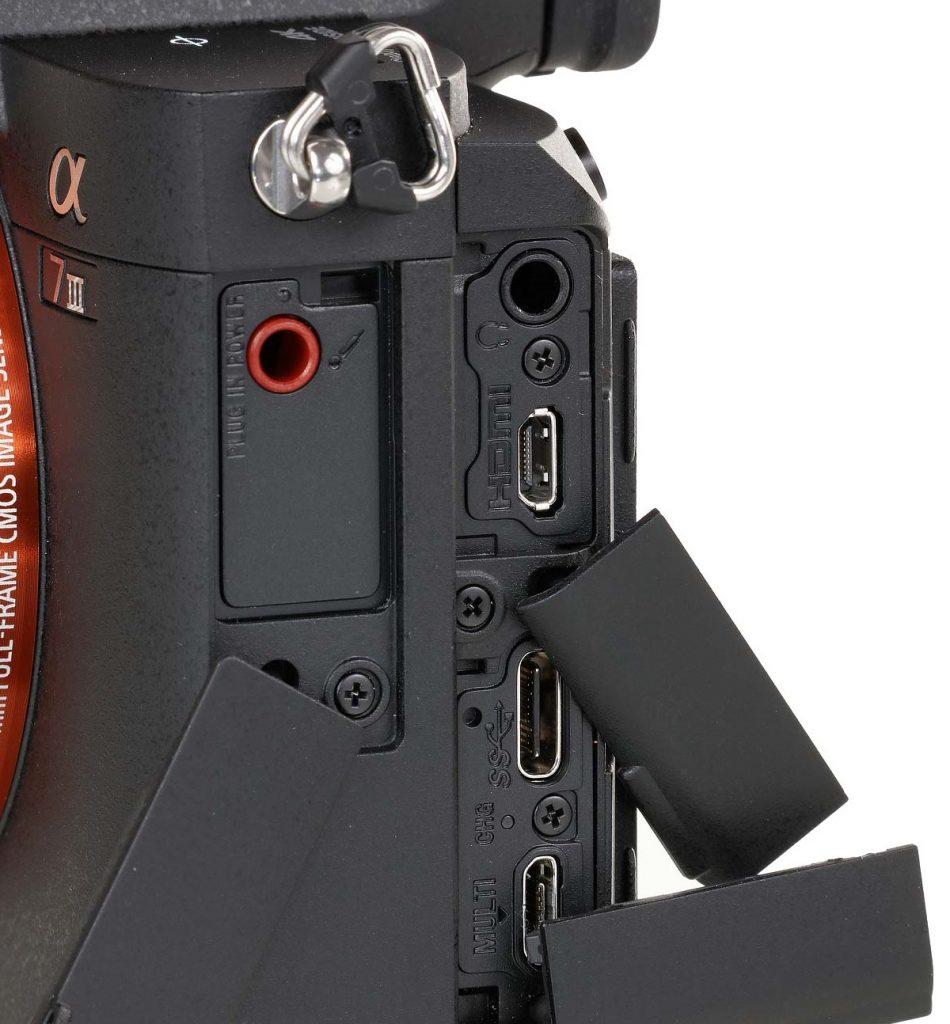 Conexiones lateral Sony A7 III